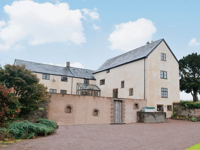 Photo for 6 bedroom accommodation in Much Dewchurch