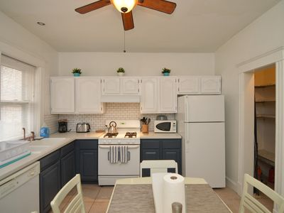 Photo for Kingsbury Apartment, Walk to the Loop and Forest Park