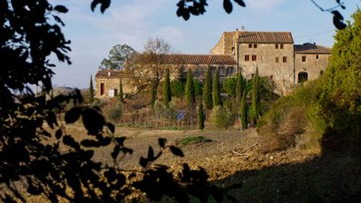 Photo for Dreamlike spacious medieval farmhouse with pool in the heart of Tuscany