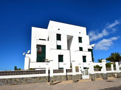 Photo for Renovated apartment with sea views, pool, near the beach