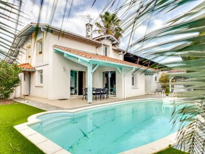 Photo for 3 bedroom Villa, sleeps 6 in Cinq-Cantons with Pool and WiFi