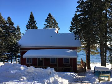Lake Superior Private Beach Cottage - Between Lutsen and Grand Marais! Sleeps 5.