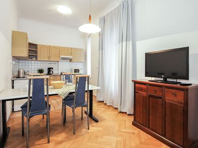 Photo for Lovely apartment for 7 guests with WIFI, TV, pets allowed and parking