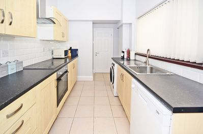 Well Equipped Kitchen with Dishwasher & Washer/Dryer