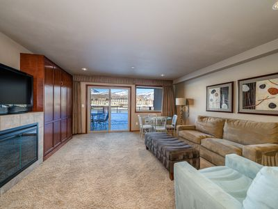Photo for Grandview River View 612! Luxury Waterfront condo, sleeps up to 6!