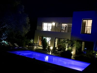 Photo for Modern villa with garden and swimming pool, near the beach