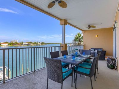 Photo for Waterfront, Spacious Balcony, 2 Kings! Free Cable & Wi-Fi, W/D, Pool, Hot Tub-304 Island Key