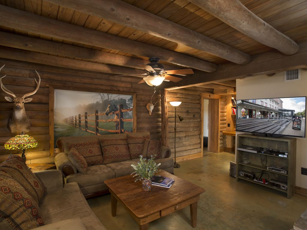 Authentic Log Cabin in Private Setting w/Terrific Views, Fireplace, & Hot Tub
