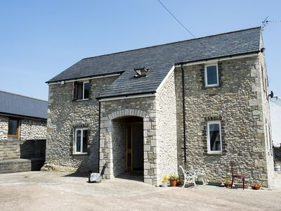 Photo for Rural modern holiday home sleeps 8+ people. large familys or business traveller