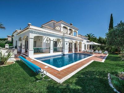 Photo for Located in Quinta Verde a new resort on the road to Quinta do Lago, this lovely villa incorporates v