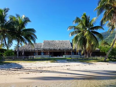 Photo for Beautiful Polynesian villa with pool by the sea