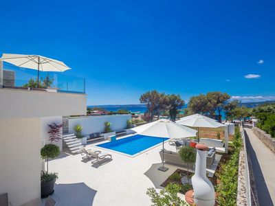Photo for 6 bedroom Villa, sleeps 12 in Punat with Pool, Air Con and WiFi