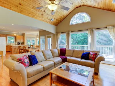 Photo for Beautiful home w/ a shared pool, fitness room, & tennis in Big Canoe Resort