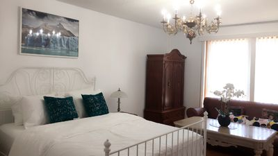 Photo for R5-Queen bed near Islington subway