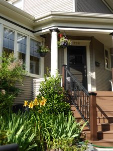 Centrally located house on Capitol Hill near Lt. Rail, restaurants & parks; A/C