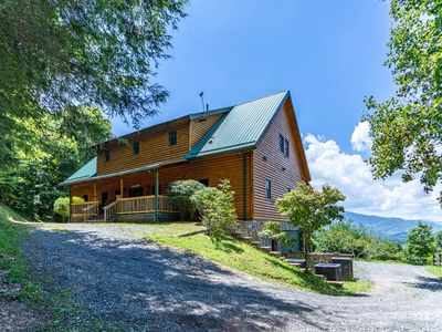 Photo for Eagle's Long View Lodge - Amazing Views, Pool Table, Eagles Nest Resort Amenities