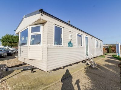 Photo for 8 berth caravan at California cliffs by the beach in Norfolk ref 50037H