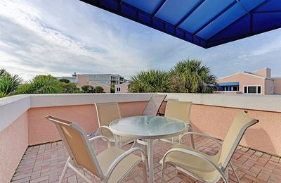 Photo for 312 Sand Cay Beach Resort Pool & Garden View