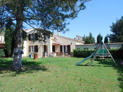 Photo for Pleasant villa in the countryside for 1 or 2 weeks at the Avignon Festival