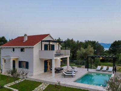 Photo for Holiday house Casa Vit on Makarska Riviera, with pool and three bedrooms.