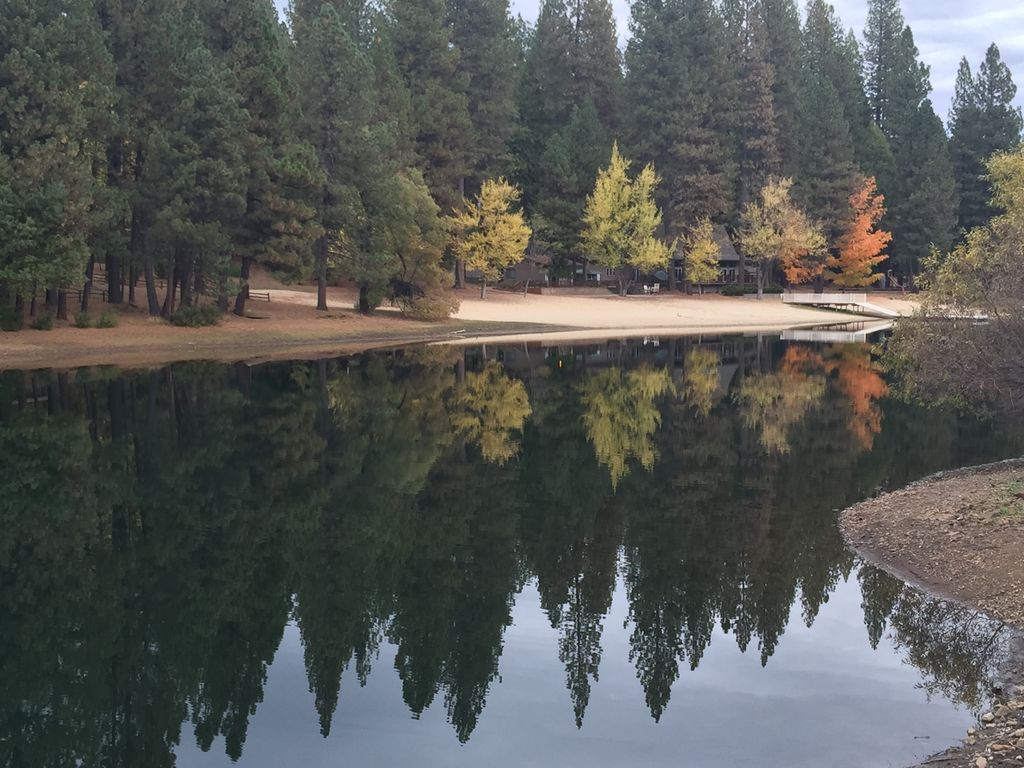 The Rhoads Retreat is in the beautiful Sierra Nevada Moutains on Scenic Hwy 4