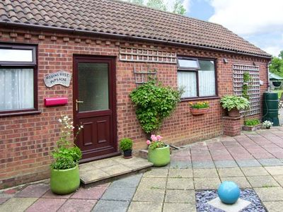 Photo for ROBYN'S NEST, pet friendly, with a garden in Brinton, Ref 25904