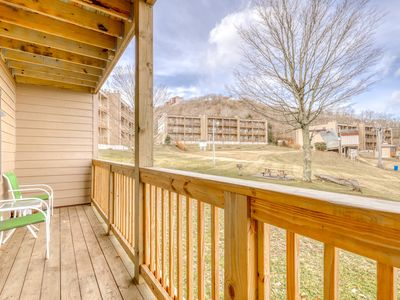 Photo for Lovely ski-in/out condo with gorgeous mountain views and shared tennis court