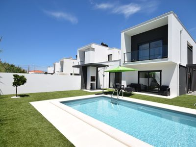 Photo for Modern house with private pool near the charming São Martinho