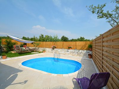 Photo for This 1-bedroom villa for up to 4 guests is located in Porec and has a private swimming pool, air-con