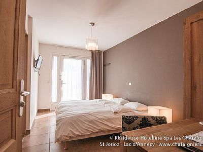 """Photo for Apartment 2 bedrooms + 1 sofa bed 2/6 pers near Lake Annecy """"night"""""""