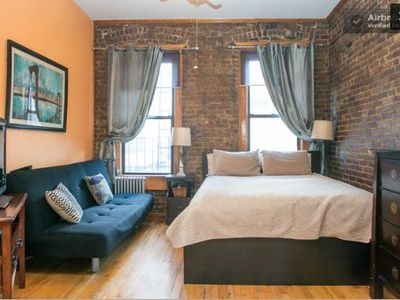 Your Lovely furnished NYC apartment. Queen Platform Bed. Futon sofa bed. Sunny