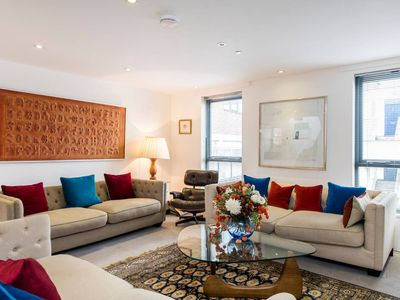 Photo for Beautiful gated 3bed house, Fulham 4min from tube