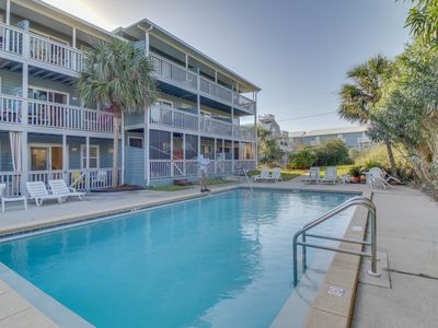 Photo for Completely remodeled beachside studio with shared pool - snowbirds welcome!
