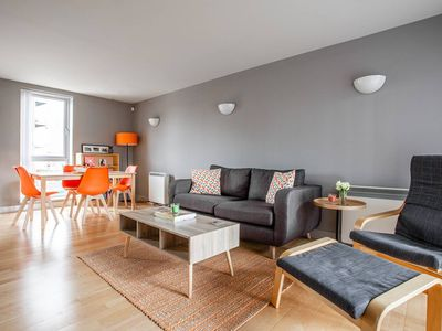Photo for Spacious 1BR Apartment with balcony - Canary Wharf