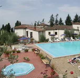 Photo for Nice apartment for 4 guests with pool, WIFI, TV, terrace, pets allowed and parking