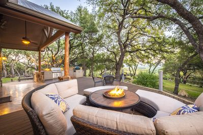 HILLTOP HIDEAWAY AND BUNKHOUSE COMBO - a SkyRun Texas Property - Huge outdoor deck with propane campfire pit