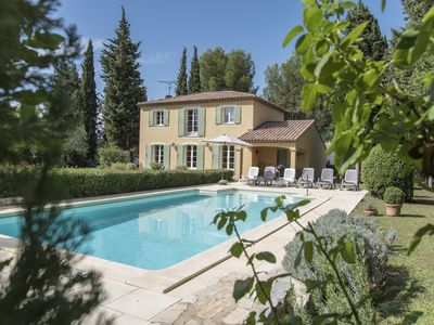 Photo for Charming house in Provence, swimming pool. Alpilles, Camargue
