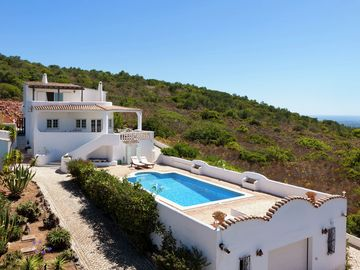 Beautiful villa in a scenic area with views of the ocean and Loulé