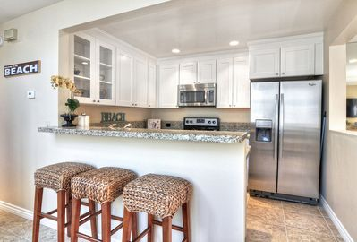 Brand new stainless kitchen appliances and granite!