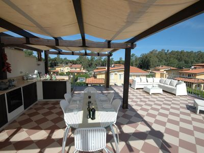 Photo for Apartment with large roof terrace (and outdoor kitchen) just seconds from beach
