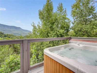 This is bliss - A hot tub with massaging jets of steamy water, the fresh breeze rustling through the trees, the sight of mountains during the day and stars twinkling in the sky at night: Life is good at Angel's View.