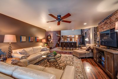 Fantastic 5 Star Luxurious Urban Loft Apartment In The Heart Of Asheville Downtown Interior Design Ideas Oxytryabchikinfo