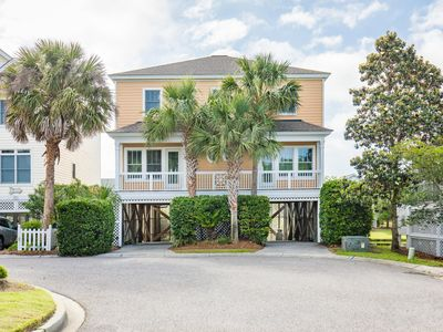 Photo for Beautiful, custom decorated home with rooftop deck.   Minutes from the ocean.