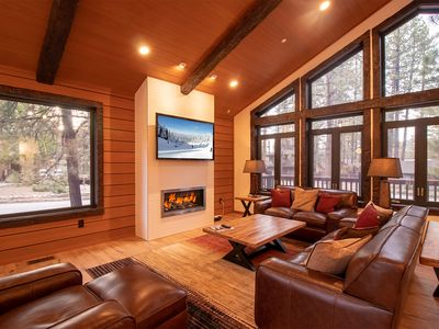 Incredible New Lodge walking distance to Snow Summit!  Spa!