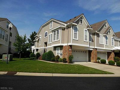 Photo for Stunning Townhouse on the 16th Hole.