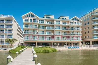 Located directly on the Bay, Sunset Beach has a Private Beach and Pier.