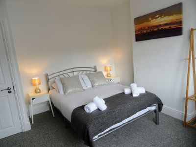 Photo for Bell Hill House - Free Wifi, 15min to Bristol City Centre