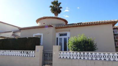 Photo for Holiday house with communal pool, air conditioning, WIFI and garden, on the beach