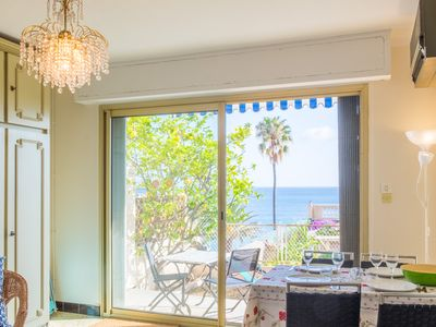 Photo for Beachfront apartment with amazing sea view and terrace.