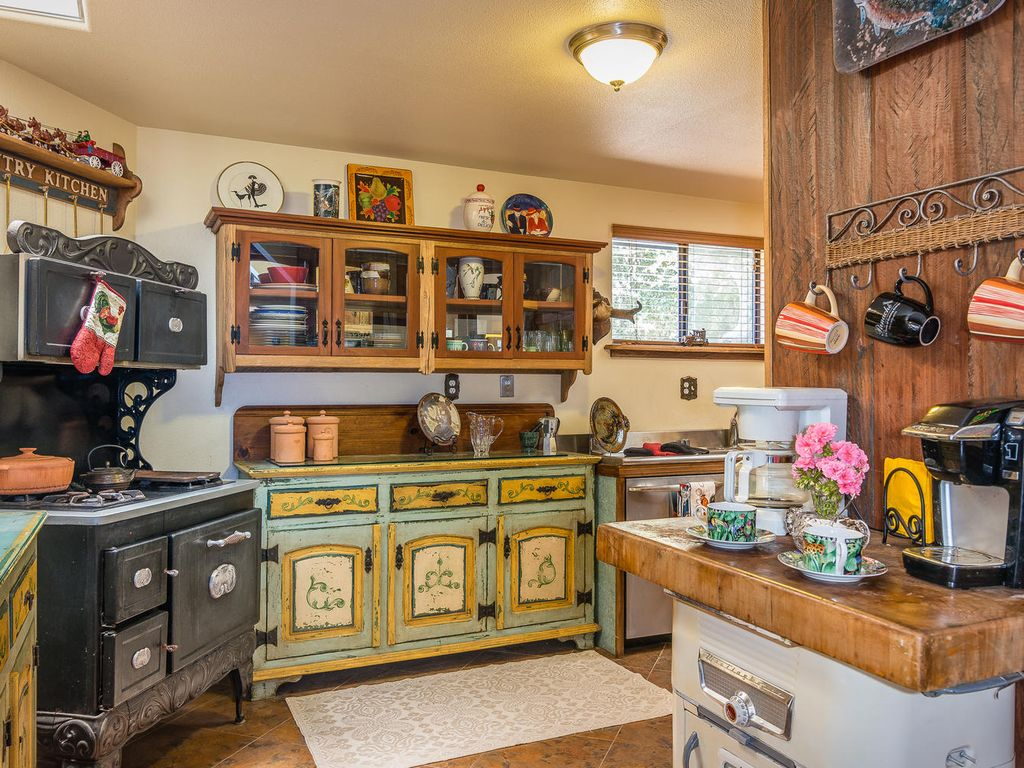 How To Manage Small Kitchen